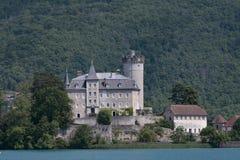 Castle στην ακτή της λίμνης του Annecy στη Γαλλία Στοκ Φωτογραφίες