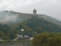 Castle στην ομίχλη στοκ εικόνες