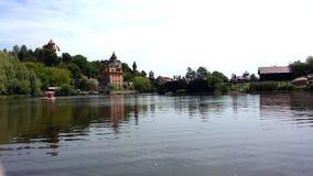 Castle στον ποταμό Στοκ φωτογραφία με δικαίωμα ελεύθερης χρήσης