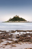 Castle στο νησί στο σούρουπο στοκ εικόνες με δικαίωμα ελεύθερης χρήσης