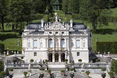 Castle Linderhof στις βαυαρικές Άλπεις Στοκ Φωτογραφίες
