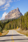 Castle_mountain_road Stock Afbeeldingen