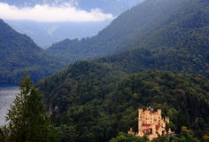 Castle between mountains Royalty Free Stock Images
