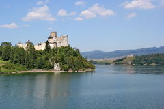 Castle Niedzica και κάστρο Czorsztyn, Πολωνία Στοκ φωτογραφία με δικαίωμα ελεύθερης χρήσης