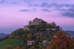 CASTLE OF ROSSENA WRAPPED IN THE PURPLE SHADES Stock Image