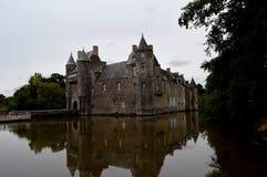 Castle Trécesson σε Brocéliande & x28 Η λευκιά κυρία, & x22 Λα κυρία Blanche& x22  στο αρχικό version& x29  στοκ φωτογραφία με δικαίωμα ελεύθερης χρήσης