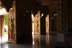 Castleat dourado interno Wat Tha Sung, Uthaithani Fotos de Stock Royalty Free