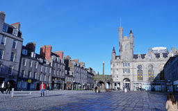 Castlegate Aberdeen, Skottland: Mercat kors och citadell Royaltyfria Bilder
