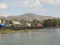 Castletownberekust met Hongerige erachter Heuvel Royalty-vrije Stock Foto's