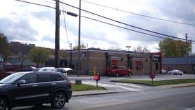 Castor, PA - cerca do 21 de outubro de 2018 - construção do fast food de Wendys como visto da movimentação através do lado vídeos de arquivo