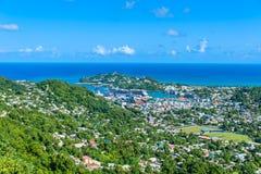 Castries, Santa Luc?a - playa tropical de la costa en la isla caribe?a de St Lucia Es un destino del para?so con una arena blanca imagen de archivo