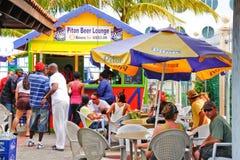 Castries St. Lucia - de Zitkamer van het Bier van de Rotshaak Stock Afbeelding