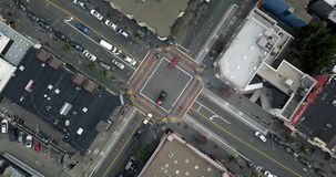 Castro District con el paso de peatones del arco iris en San Francisco en los E.E.U.U. almacen de video