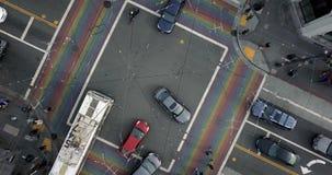 Castro District mit Regenbogenzebrastreifen in San Francisco in USA stock video footage