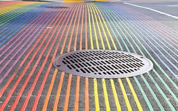 Castro District Rainbow Colored Crosswalk-Schnitt, San Francisco, Kalifornien Stockfotografie