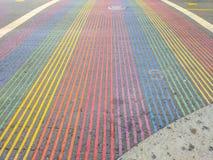 Castro District Rainbow Colored Crosswalk-Schnitt, San Francisco, Kalifornien Lizenzfreies Stockfoto