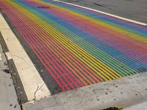 Castro District Rainbow Colored Crosswalk-Schnitt, San Francisco, Kalifornien Lizenzfreie Stockfotos