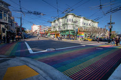 Castro District Rainbow Crosswalk Intersection - San Francisco, California, los E.E.U.U. Fotografía de archivo