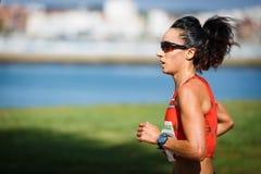 CASTRO URDIALES, ESPANHA - 18 DE SETEMBRO: Iris Fuentes Pila no na competição da raça de 10km comemorou em Castro Urdiales no Sep Imagens de Stock