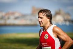 CASTRO URDIALES, ESPANHA - 18 DE SETEMBRO: O atleta não identificado no na competição da raça de 10km comemorou em Castro Urdiale Foto de Stock Royalty Free