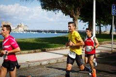 CASTRO URDIALES, ESPANHA - 18 DE SETEMBRO: O grupo não identificado de atletas no na competição da raça de 10km comemorou em Cast Fotos de Stock Royalty Free