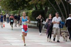 CASTRO URDIALES HISZPANIA, WRZESIEŃ, - 17: Niezidentyfikowany triathlete w działającej rywalizaci świętował w triathlon Castro Ur zdjęcia royalty free
