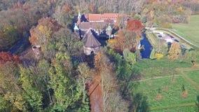 CASTROP-RAUXEL, ALLEMAGNE - 3 NOVEMBRE 2015 : Vue aérienne du château Bladenhorst en automne clips vidéos