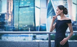 Casual beautiful woman in modern city Royalty Free Stock Images