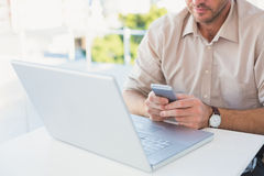 Casual businessman sending a his text at desk Royalty Free Stock Photography