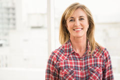Casual businesswoman smiling to camera Royalty Free Stock Images