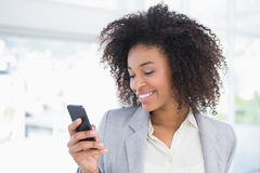 Casual businesswoman texting on phone Royalty Free Stock Photography