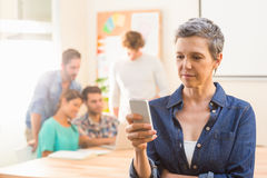 Casual businesswoman using her smartphone Royalty Free Stock Photos