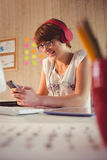 Casual businesswoman using her smartphone Royalty Free Stock Image