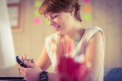 Casual businesswoman using her smartphone Royalty Free Stock Images