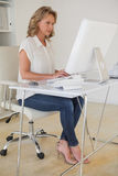 Casual businesswoman working at her desk Royalty Free Stock Images