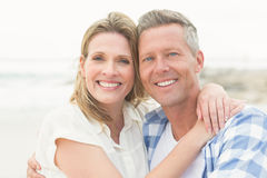 Casual couple smiling at camera Royalty Free Stock Photography