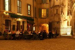 Casual diners enjoy an evening meal Royalty Free Stock Images