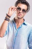 Casual fashion man taking off his sunglasses Royalty Free Stock Photos