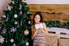 Casual girl with a gift Royalty Free Stock Photography