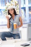 Casual girl having lunch in office smiling Royalty Free Stock Photos