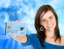 Casual girl holding a credit card Royalty Free Stock Photos