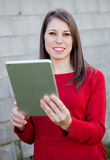 Casual girl with a tablet Royalty Free Stock Photos
