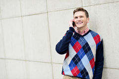 Casual guy talking on a cell phone Royalty Free Stock Photography