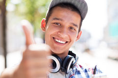 Casual guy with thumbs up Royalty Free Stock Photography