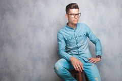 Casual man looking away while sitting Royalty Free Stock Photos