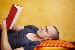 Casual man reading a book Royalty Free Stock Photo