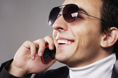 Casual man speaking on his phone Royalty Free Stock Photography