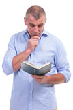 Casual middle aged man reading attentive Royalty Free Stock Photos