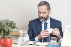 Casual morning coffee for a senior business man Royalty Free Stock Photos