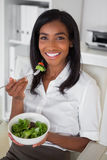 Casual pretty businesswoman eating a salad at her desk Royalty Free Stock Photography